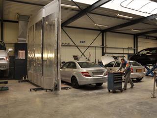 Auto's met autoschade uit Maarheeze in nieuwe werkplaats Soerendonk